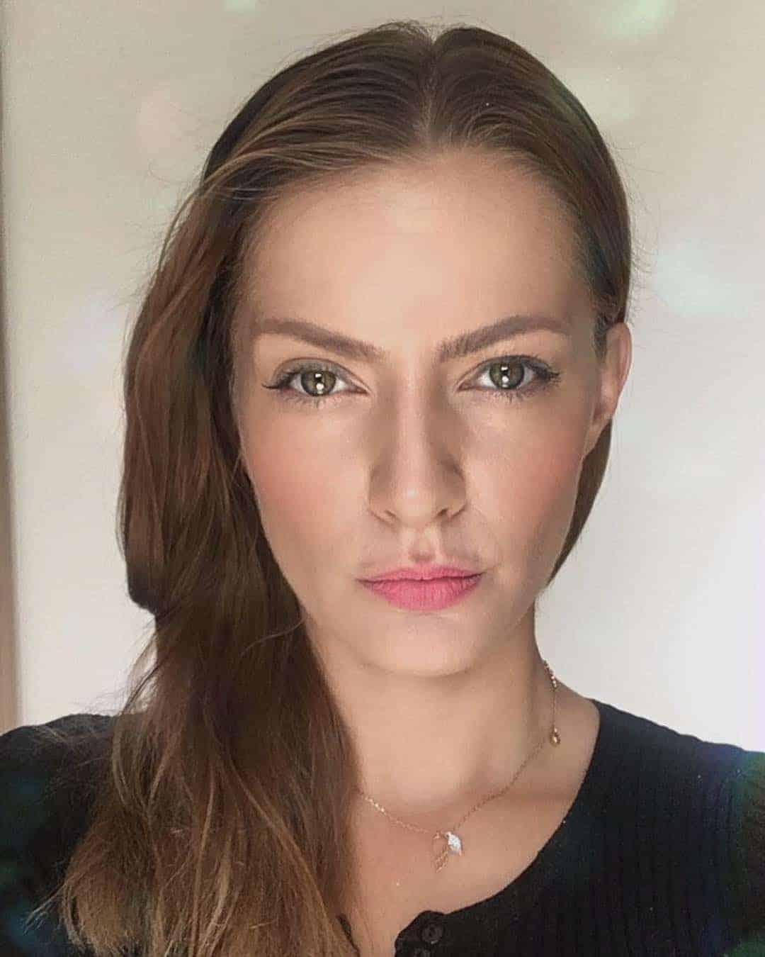 Šárka Vaňková jako sexy bruneta