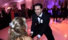 Nevěsta byla naprosta dojatá! Důvodem byl tento neskutečný tanec ženicha s jeho přáteli