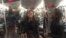 Tohle musíte vidět! Nevychovaná žena dělala v Metru bordel, a pak dostala od muže facku