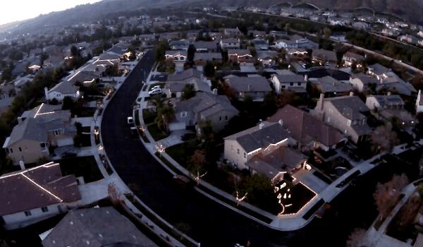 Neskutečná světelná show, kterou vytvořili sousedé z 16 domů