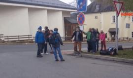 """Školáci v ČR si touhle """"inteligentní"""" zábavou krátí čekání na autobus... PS: Pochopíte, proč hloupneme jako národ"""