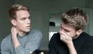 Dva bratři oznámí svému otci, že jsou gayové: Jeho silná reakce vás překvapí!
