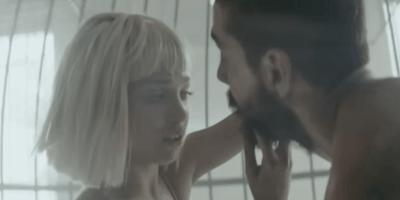 Úchylné video zpěvačky Sia v originální verzi! Co se opravdu stalo mezi Shiou LaBeouf a mladou dívkou?