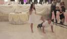Nejlepší svatební tanec, jaký jste kdy viděli! Neuvěřitelným způsobem ukázali, jak moc k sobě patří