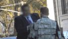 """Nalepil na sebe hromadu peněz a šel do ulic s nápisem """"Vem si kolik potřebuješ"""", konec vás překvapí!"""