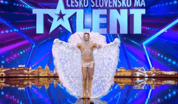 Když předstoupil před porotu Talentu v kostýmu Victoria's Secret, všichni čekali travesti show, místo toho předvedl něco naprosto nevídaného!