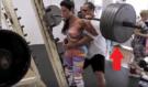 Holka z Instagramu si naložila na dřep 220 kg, kulturista pak zjistil naprosto šokující věc!