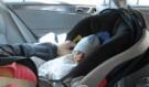Matka zapomněla dítě v rozžhaveném autě, malá holčička nepřežila